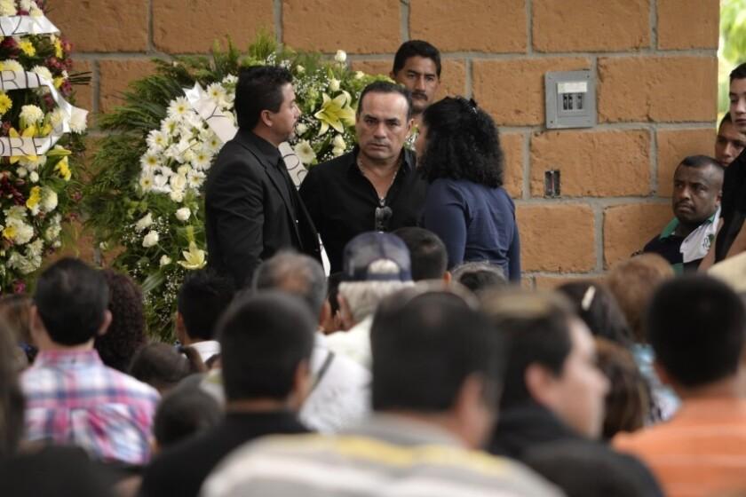 Federico Figueroa durante el funeral de su hermano, el cantante mexicano Joan Sebastian, frente a la casa de éste en Teacalco, México.