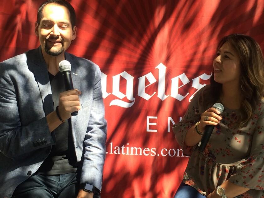 Carlos Márquez habla sobre su persona y su trabajo motivando a la comunidad.