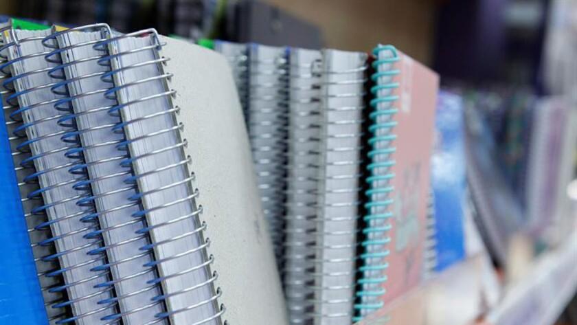 Vista de varios cuadernos de una papelería. EFE/Archivo
