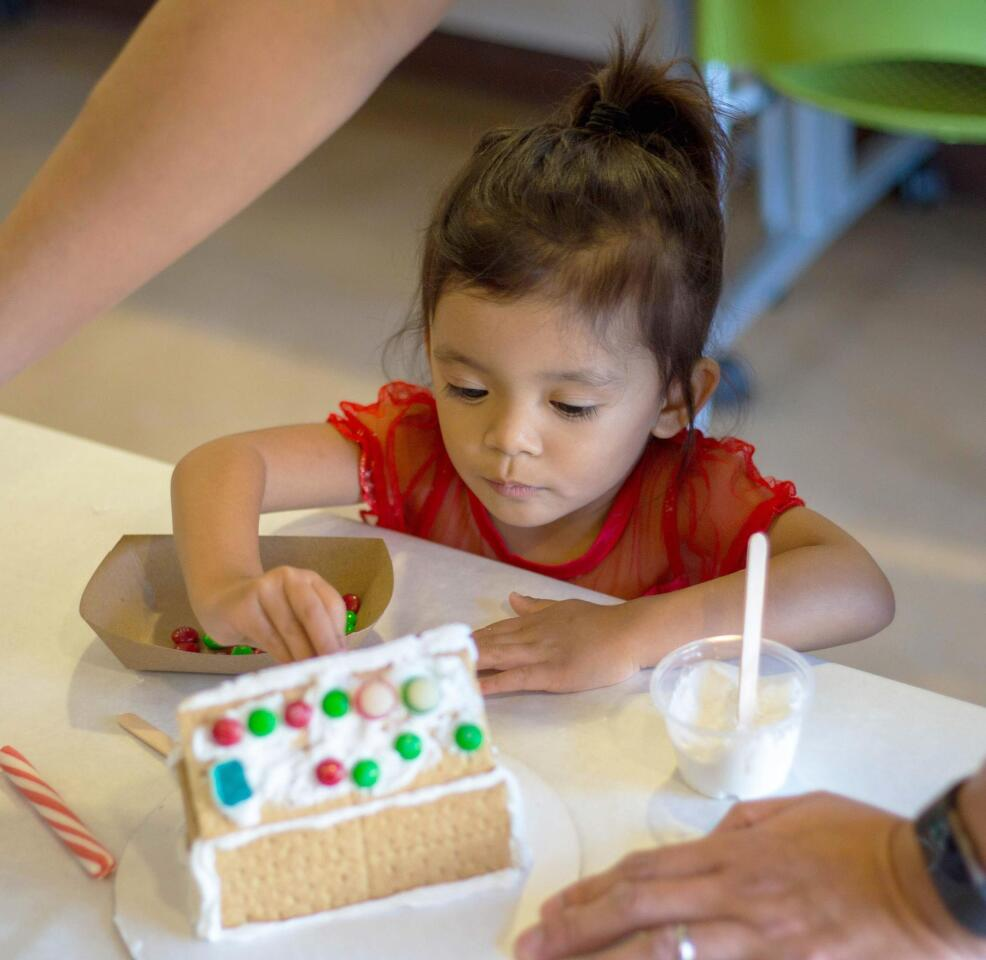 4S Ranch Library's gingerbread house decorating - 12/15/2018