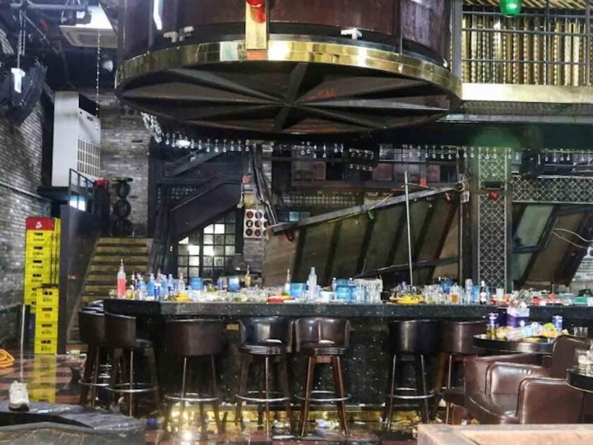 Vista de un balcón interno que colapsó en el interior de una discoteca en Gwangju, Corea del Sur.
