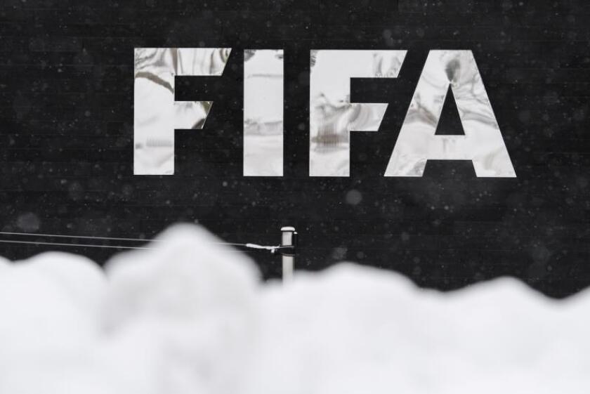 Logotipo de la FIFA en su sede en Zúrich (Suiza). EFE/Archivo