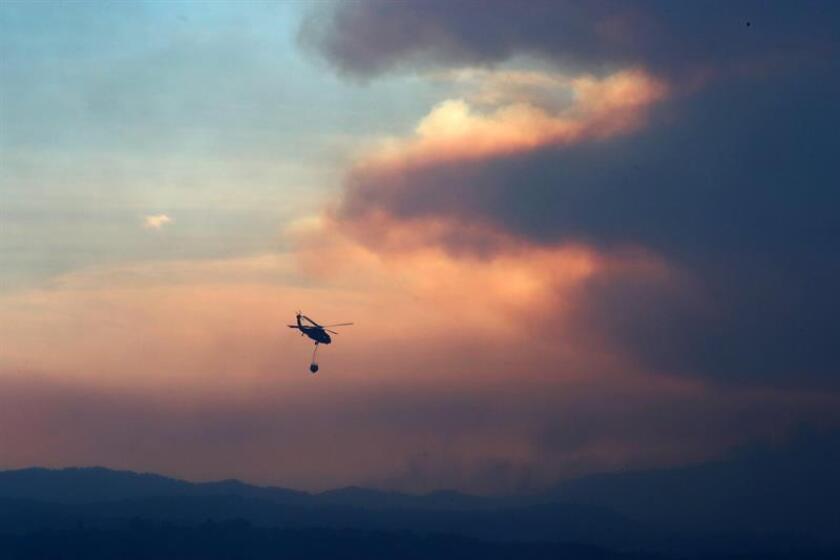 El norte del condado de San Diego se halla hoy bajo alerta tras un incendio que hasta el momento ha consumido más de 1.000 hectáreas y derribado por lo menos 20 estructuras, y ha dejado a dos personas heridas. EFE
