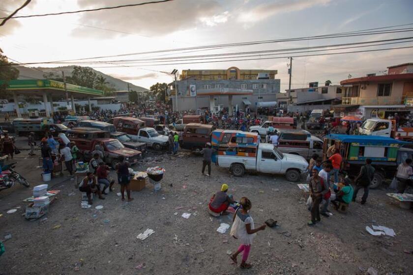 """La Organización de Estados Americanos (OEA) afirmó hoy que """"sigue con atención"""" la situación en Haití, después de que por cuarto día consecutivo los manifestantes volvieran a paralizar hoy la capital del país, Puerto Príncipe, en protesta contra del Gobierno del presidente Jovenel Moise. EFE"""