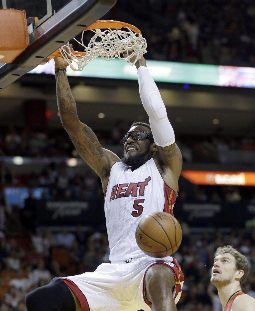 Miami Heat forward Amar'e Stoudemire (5) dunks against the Atlanta Hawks during the first half of an NBA basketball game, Sunday, Jan. 31, 2016, in Miami. (AP Photo/Alan Diaz)