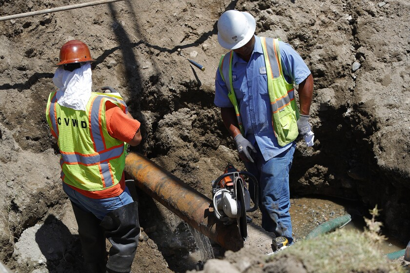 Crews repairing water main break in La Crescenta
