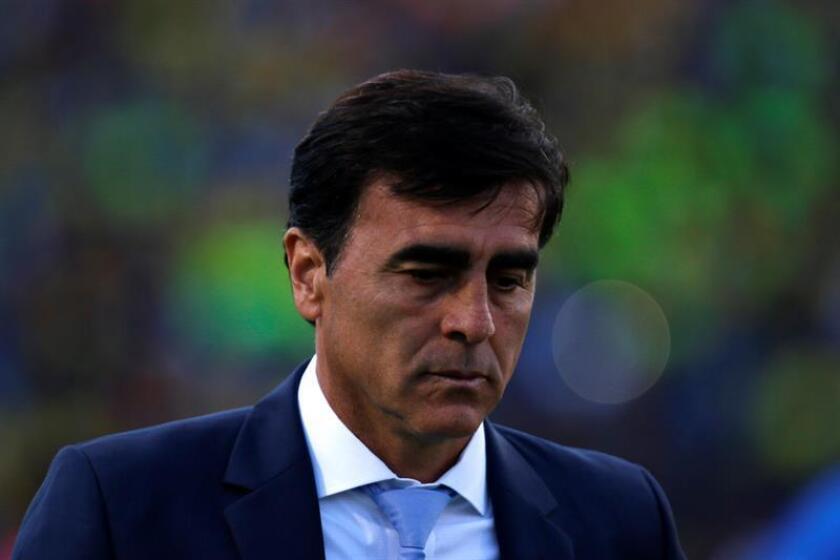 """Quinteros manifestó que el fútbol chileno está creciendo mucho """"y lo que queda es que a partir de estos años es poder participar en los torneos internacionales y que se pueda llegar más lejos"""". Frente al complicado grupo que tendrá el equipo EFE/Archivo"""