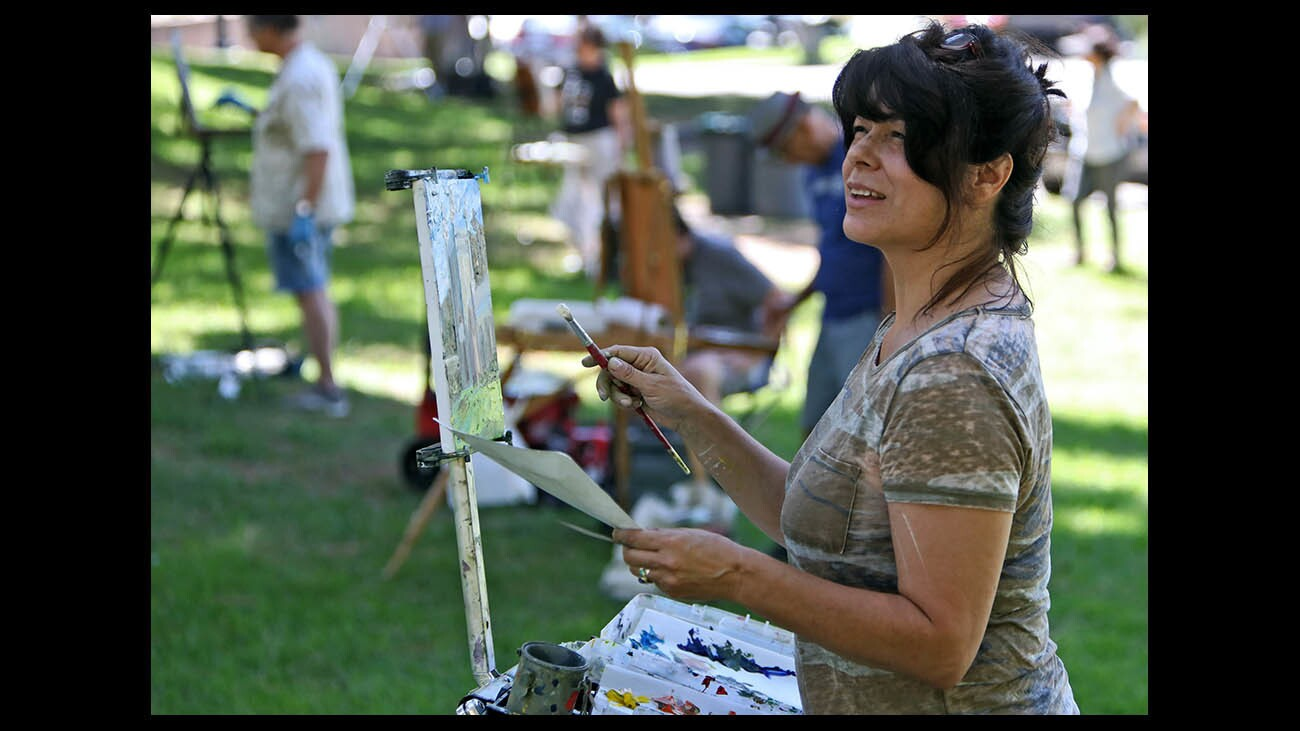 Photo Gallery: Glendale landmark is subject of painting class