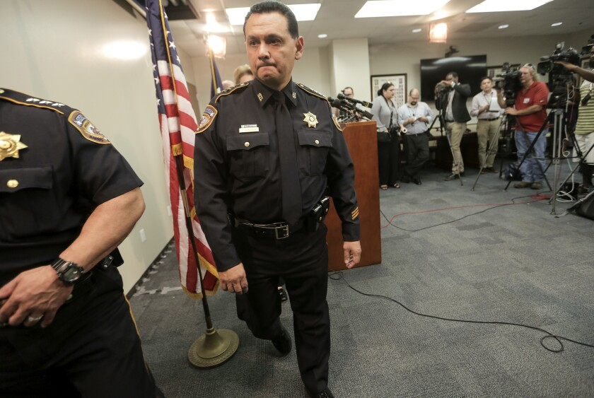 En esta fotografía de archivo del 8 de junio de 2017 se ve al sheriff del condado Harris, Ed Gonzalez