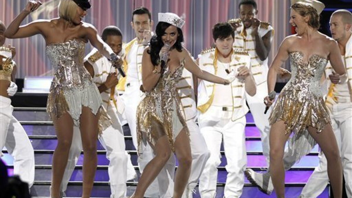 Katy Perry Supreme As Divas Salutes Troops The San Diego Union Tribune