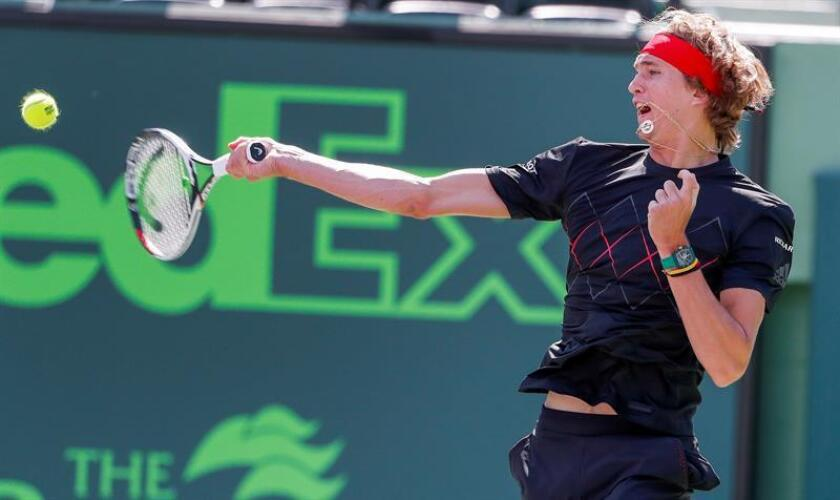 Alexander Zverev of Germany in action against Daniil Medvedev of Russia during a second round match at the Miami Open tennis tournament on Key Biscayne, Miami, Florida, USA, 24 March 2018. (Abierto, Tenis, Rusia, Alemania, Estados Unidos) EFE