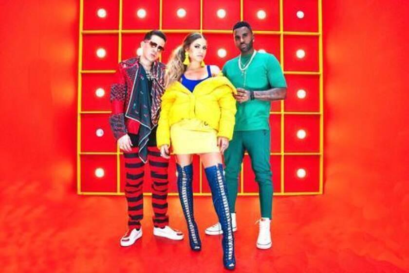 Sofía Reyes aparece al lado de De La Ghetto y de Jason Derulo en una imagen promocional de su nuevo sencillo.