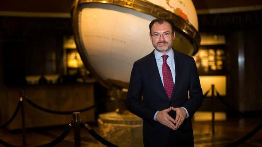 El secretario de Relaciones Exteriores de México, Luis Videgaray, en el lobby de Los Angeles Times el 12 de septiembre. (Gina Ferazzi / Los Angeles Times)
