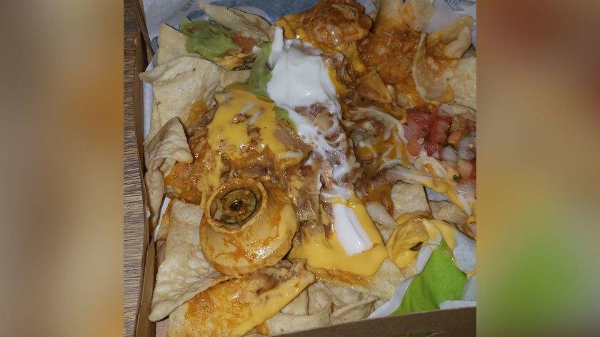 INCREIBLE: Le pusieron una perilla de puerta en sus nachos