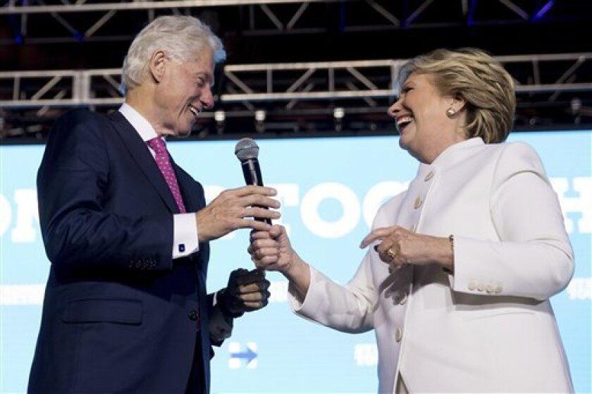 A tres semanas de la elección presidencial de noviembre, la candidata demócrata Hillary Clinton asestó en el ˙último debate ayer un golpe a su rival republicano, Donald Trump, diciendo que los indocumentados en Estados Unidos pagan más impuestos que el magnate inmobiliario.