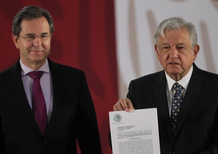 Mexican president unveils plan to scrap predecessor's education overhaul