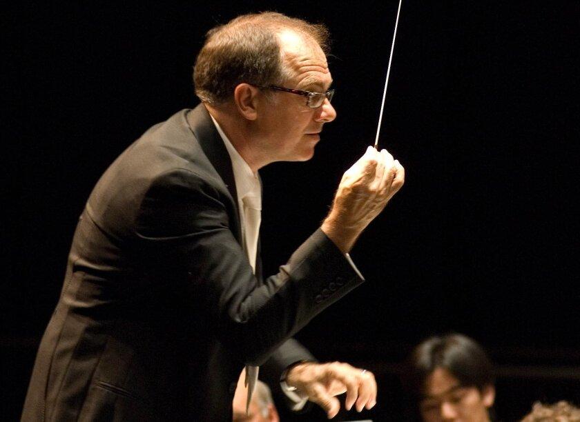 Steven Schick conducts the La Jolla Symphony & Chorus. Photo: Bill Dean.