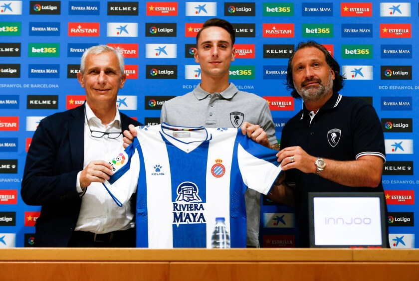 Defender Fernando Calero, flanked by Espanyol vice president Carlos Garcia Pont and sports director Francisco Rufete, during his introductory news conference Aug 9.