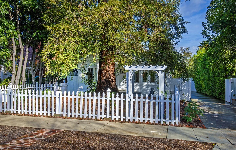 Vintage SoCal | West Los Angeles bungalow enjoys a place in film development