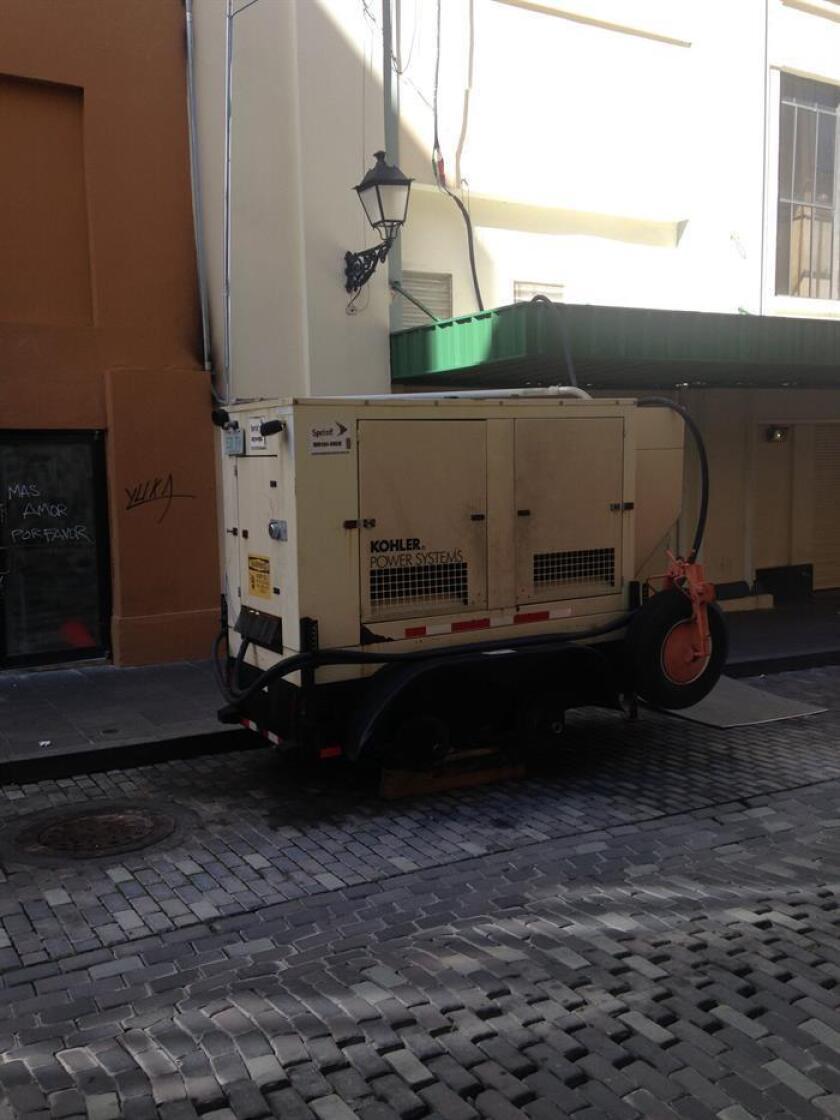 Vista de un generador de electricidad en San Juan (Puerto Rico). EFE/Archivo