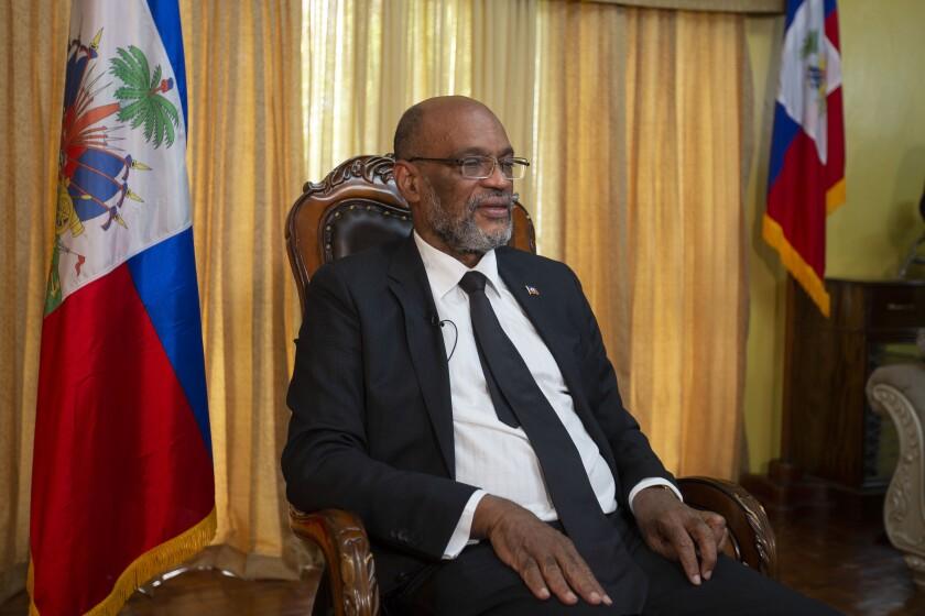 El primer ministro de Haití, Ariel Henry, atiende una entrevista con Associated Press en su residencia privada en Puerto Príncipe, el martes 28 de septiembre de 2021. (AP Foto/Joseph Odelyn)