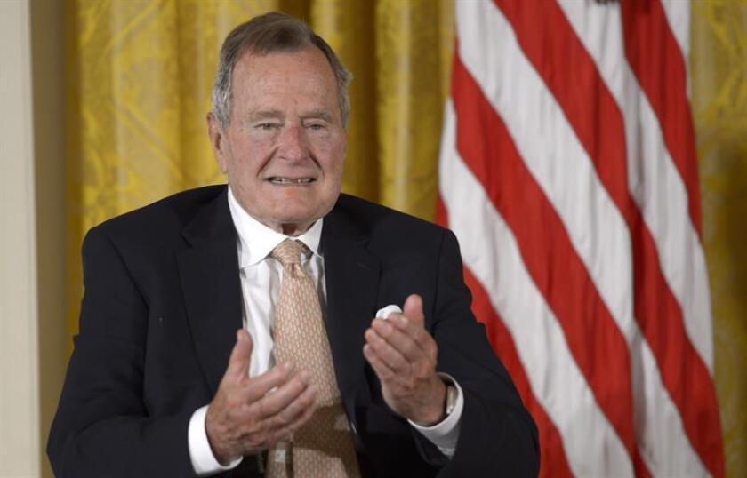 El expresidente de Estados Unidos, George H W Bush, es dado de alta del hospital. EFE/Archivo