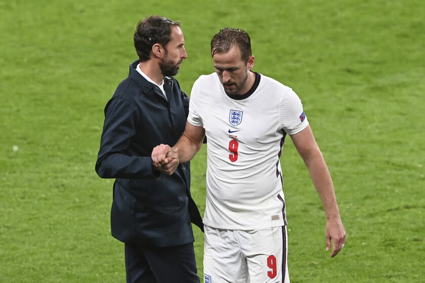 England's Harry Kane, right, shakes hands with his coach Gareth Southgate as he leaves the pitch during the Euro 2020 soccer championship group D match between England and Scotland, at Wembley stadium, in London, Friday, June 18, 2021. (Facundo Arrizabalaga/Pool via AP)