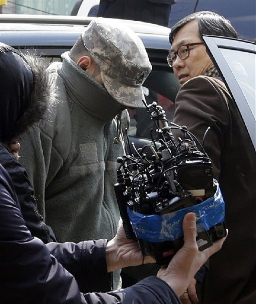 An unidentified U.S. soldier arrives for questioning at a police station in Seoul, South Korea, Monday, March 4, 2013. South Korean police say they are questioning U.S. soldiers over a high-speed car chase that resulted in a Seoul officer shooting a soldier after being hit by a car. (AP Photo/Lee J