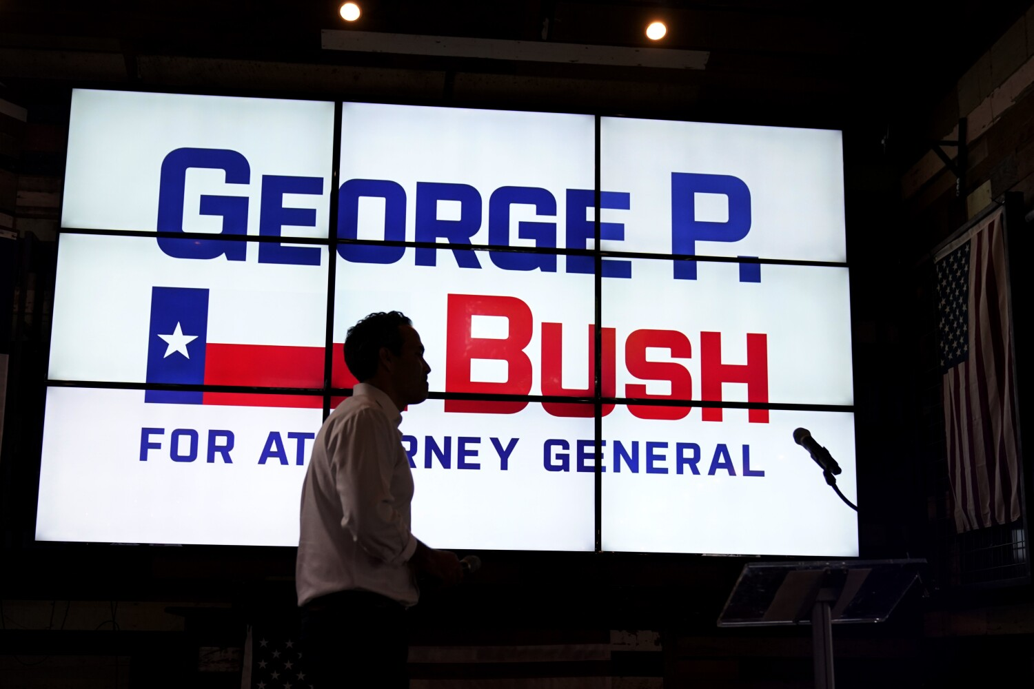 Column: Embracing Trump: An ambitious Bush son plays up ties to man who gleefully belittled his father