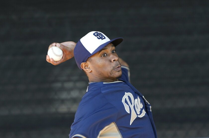 Tony Sipp throws in the bullpen at Padres spring training.