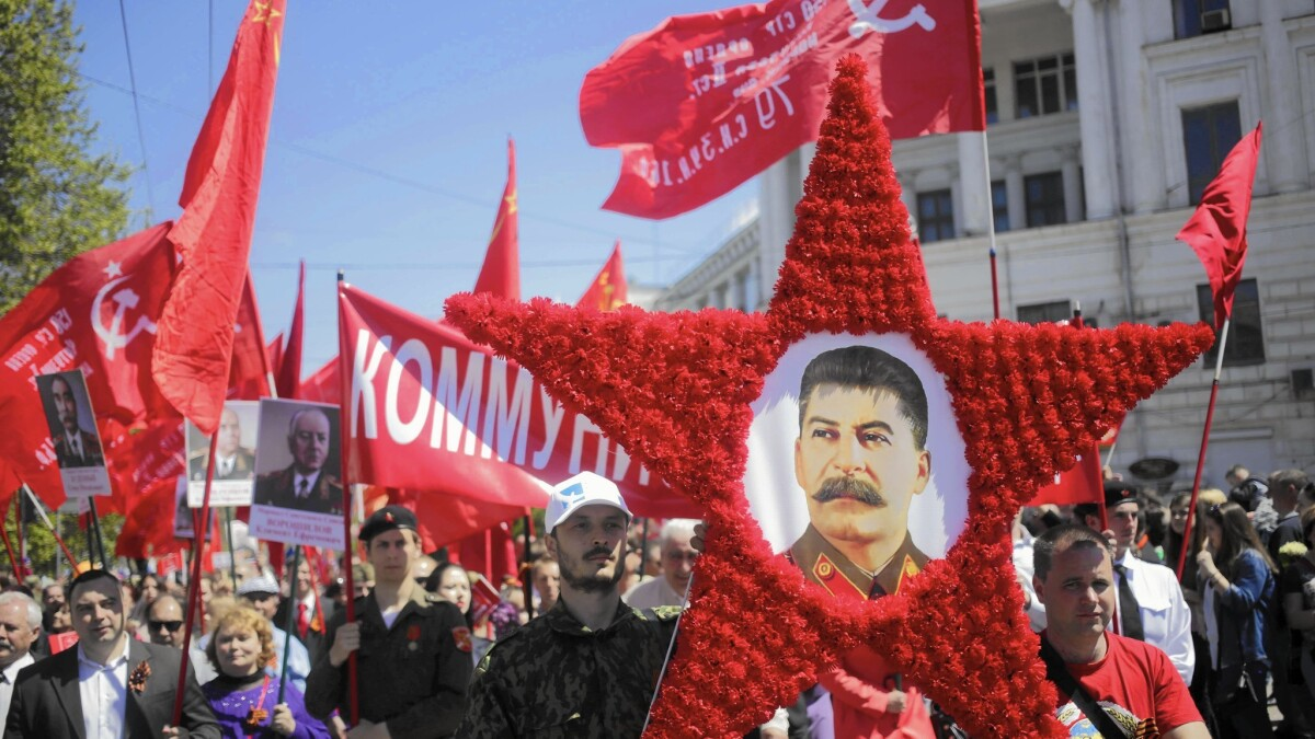 Putin Once Critical Of Stalin Now Embraces Soviet Dictator S Tactics Los Angeles Times
