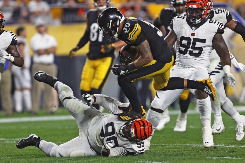 Pittsburgh Steelers running back James Conner runs over Cincinnati Bengals defensive tackle Andrew Billing.