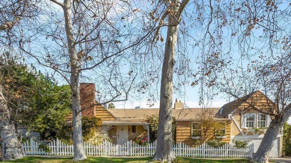 Deanna Lund's Century City home | Hot Property