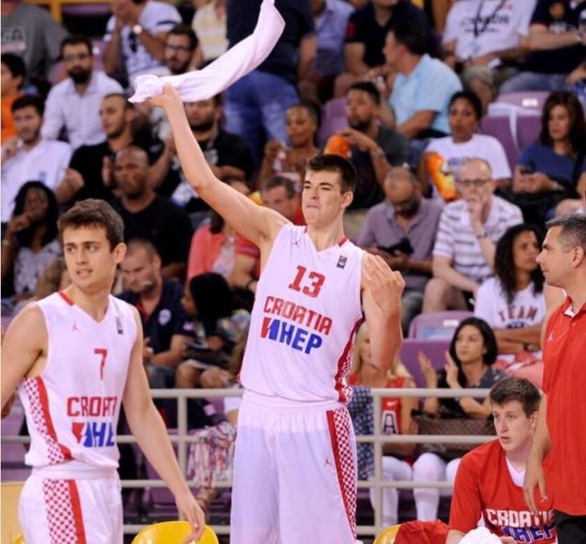 Mitch Kupchak espera que Ivica Zubac tenga un impacto este verano con los Lakers.