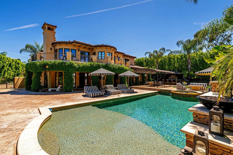 Hot Property | Kaley Cuoco