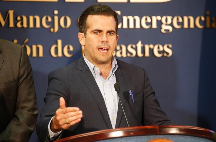 El gobernador de Puerto Rico, Ricardo Rossello, habla durante una rueda de prensa en el Negociado para el Manejo de Emergencias y Administración de Desastres, de San Juan (Puerto Rico). EFE/Archivo
