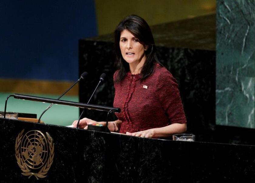 La embajadora estadounidense en la ONU, Nikki Haley, interviene antes la votación de una resolución crítica en la Asamblea General de la ONU, en la sede de las Naciones Unidas en Nueva York (Estados Unidos). EFE/Archivo