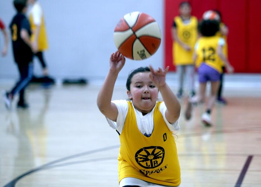 tn-blr-me-basketball-clinic-20200214-1