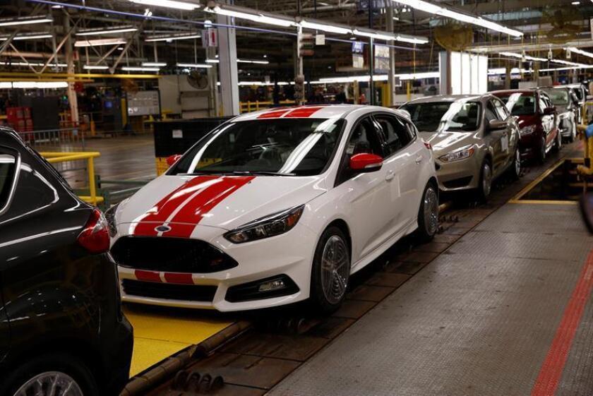En la imagen, un vehículo Ford Focus de la empresa multinacional estadounidense fabricante de automóviles Ford, en una fábrica de de Flat Rock, Michigan, Estados Unidos. EFE/Archivo
