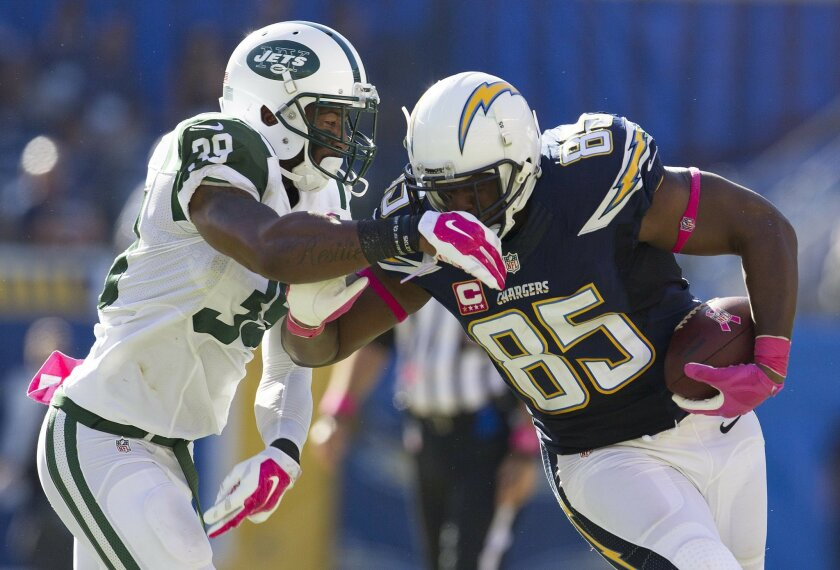 San Diego Chargers vs. New York Jets at Qualcomm Stadium.San Diego Chargers tight end Antonio Gates (85) eludes New York Jets cornerback Antonio Allen (39) in the third quarter.