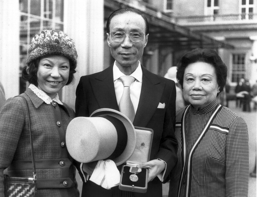 Run Run Shaw with his daughter and his wife in London in 1978, when he was knighted.