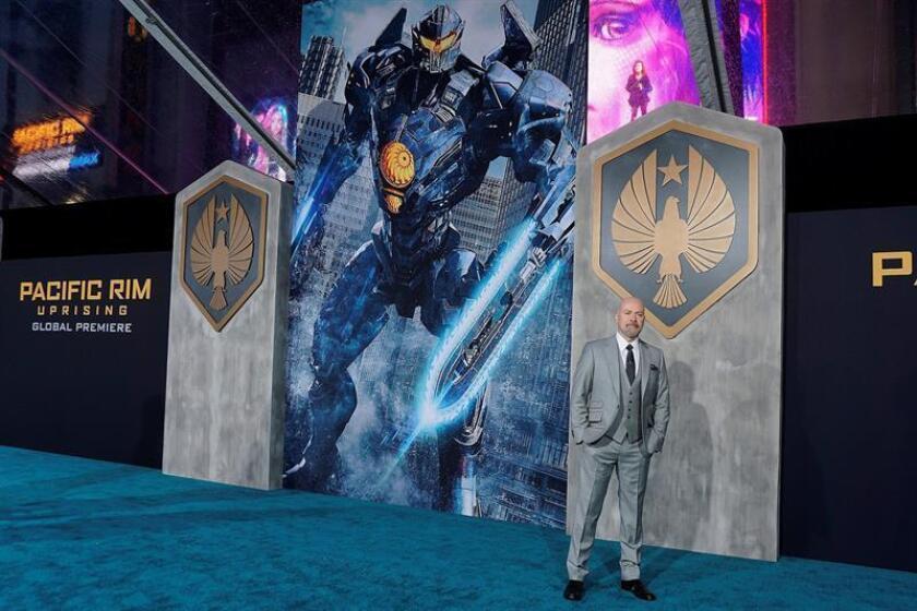 """El director y productor estadounidense Steven S. DeKnight durante la presentación de su película """"Pacific Rim: Insurrección"""" en el TeatroChino TCL de Los Angeles, Estados Unidos. EFE"""