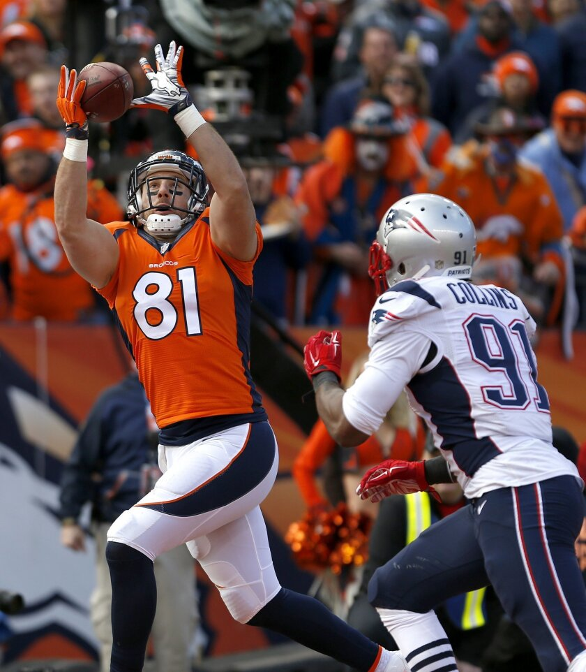 Denver Broncos tight end Owen Daniels (81) catches a 12-yard touchdown pass while being defended by New England Patriots outside linebacker Jamie Collins (91) during the first half the NFL football AFC Championship game between the Denver Broncos and the New England Patriots, Sunday, Jan. 24, 2016, in Denver. (AP Photo/Joe Mahoney)