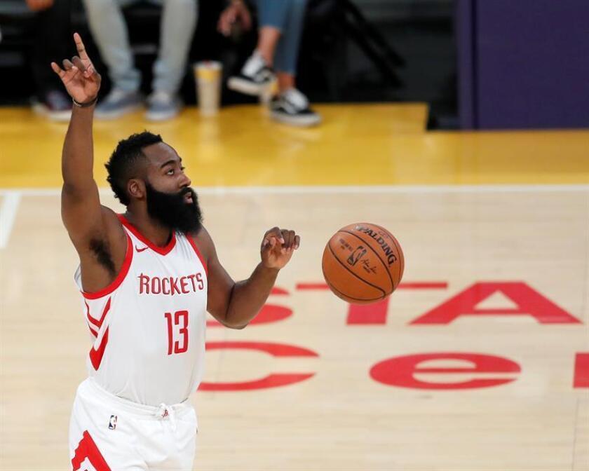 James Harden de los Rockets en acción durante un partido de la NBA. EFE/Archivo