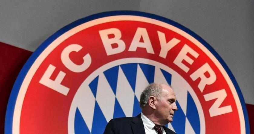 El presidente del FC Bayern, Uli Hoeness, participa en el encuentro anual del equipo en Múnich (Alemania). EFE
