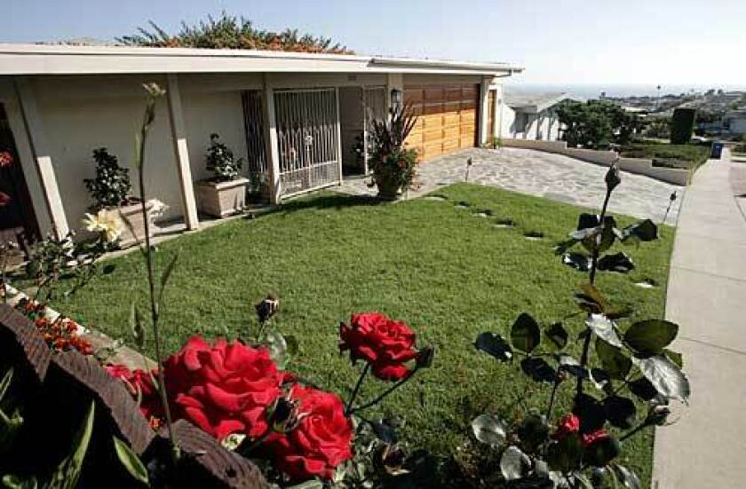 Tucked in above Pacific Coast Highway, Sunset Mesa is dotted with 1960s ranch-style homes. With no retail establishments to draw outsiders, it stays off the beaten track.