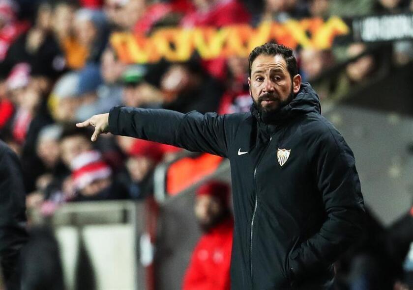 El entrenador de Sevilla, Pablo Machin, reacciona este jueves durante un partido de la ronda 16 Liga Europa de la UEFA entre el SK Slavia Praga y el Sevilla FC, en Praga (República Checa). EFE