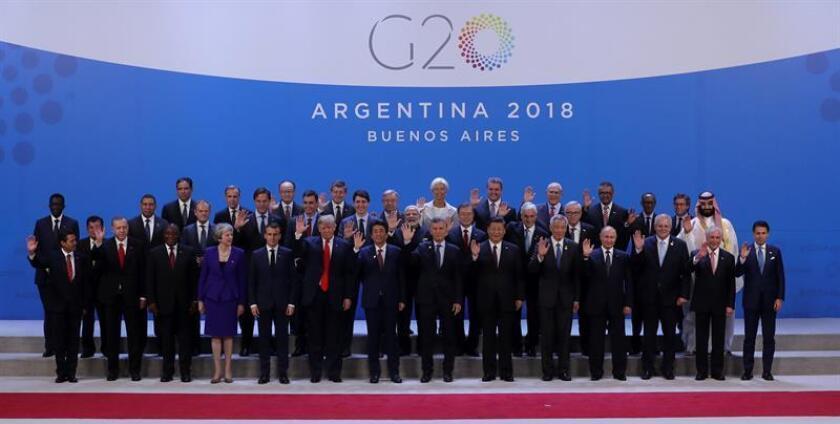 Los jefes de Estado y de Gobierno de los países del G20 participan hoy en la fotografía de familia de la Cumbre del G20 que se celebra en el centro de convenciones Costa Salguero de Buenos Aires (Argentina). EFE