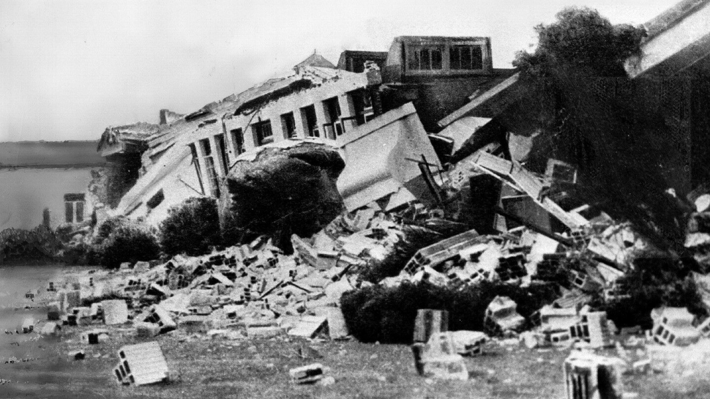 A building destroyed in the 1933 Long Beach earthquake.