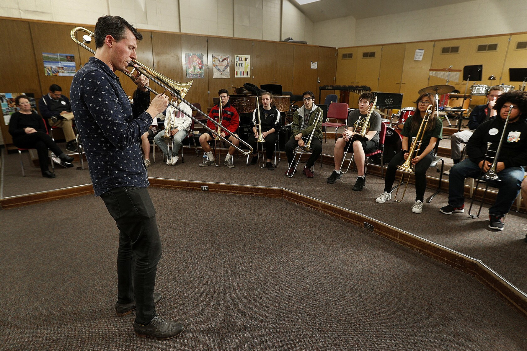 Musician offers jazzy tutorial for Glendale High trombonists - Los